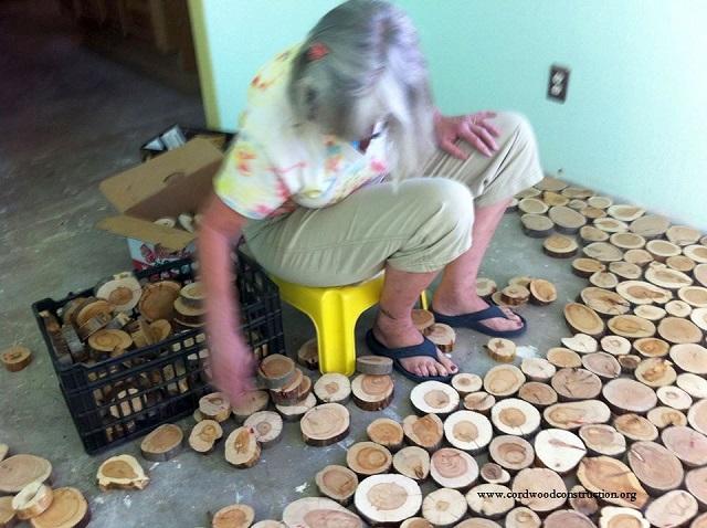 Deco un plancher r alis avec de petits rondins de bois for Idees de genie noel