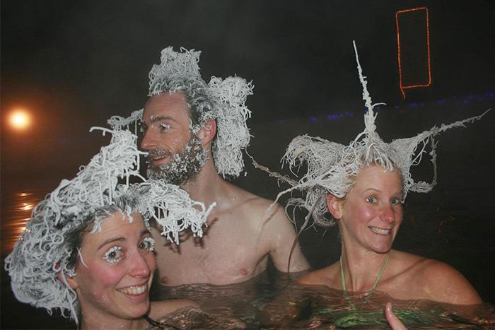 Incroyable concours de cheveux gelés dans des sources d'eau chaude au Canada 6