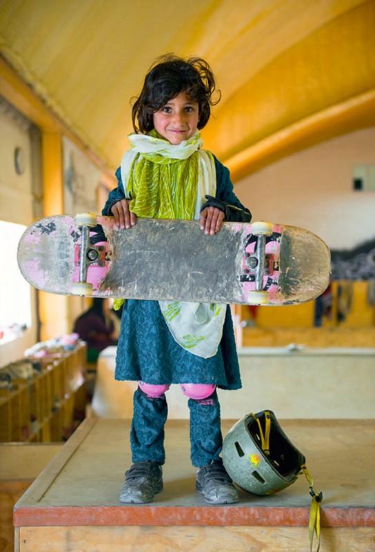 filles-afghanes-skateboard-1