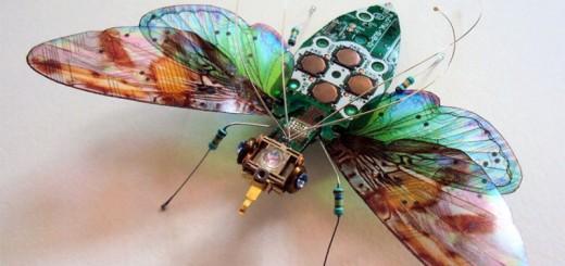 Des composants et circuits électroniques recyclés en de magnifiques insectes 2