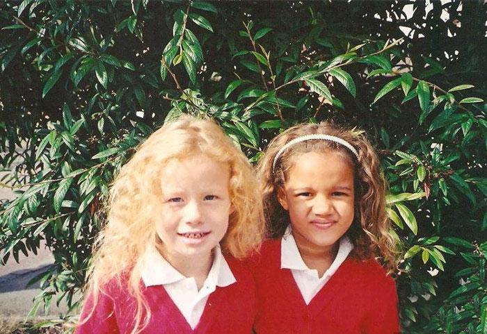 INCROYABLE : ces deux filles sont de vraies jumelles ! 10