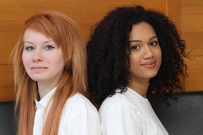 INCROYABLE : ces deux filles sont de vraies jumelles ! 4