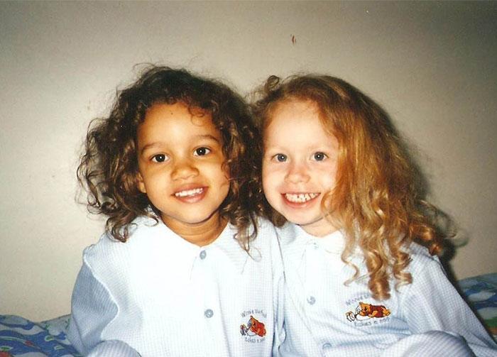 INCROYABLE : ces deux filles sont de vraies jumelles ! 8