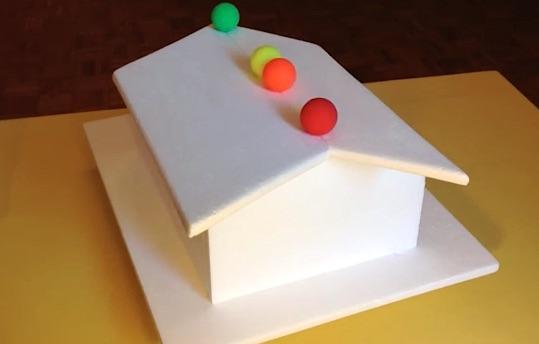 Vous croyez voir quatre balles sur un toit, vous vous trompez...