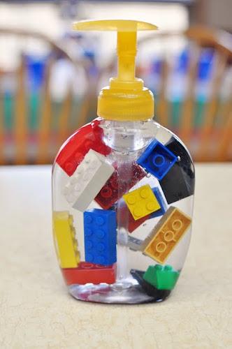 20 id es g niales pour recycler vos lego en objets de d coration. Black Bedroom Furniture Sets. Home Design Ideas