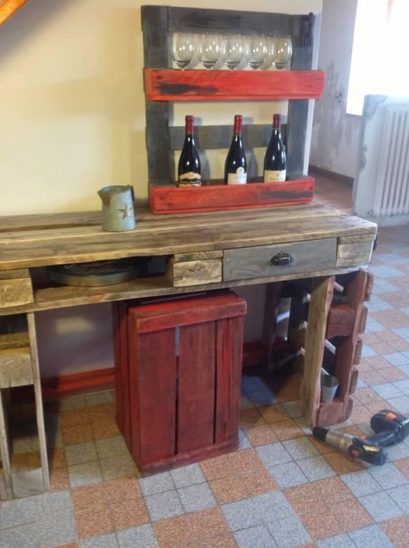 Table cuisine palette au bout du bois dans table de - Table cuisine palette ...