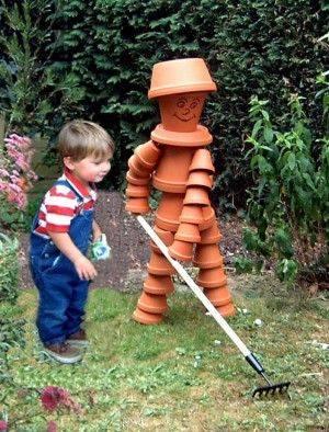 Insolite des personnages en pots for Personnage en fer pour jardin