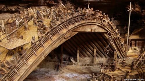 IMPRESSIONNANT : une sculpture sur bois de 12 mètres !