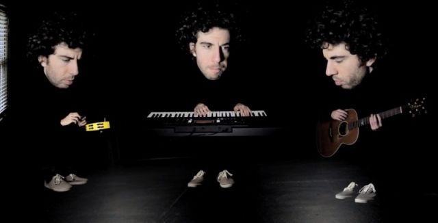 TALENT : Ce musicien joue en deux minutes 20 génériques de séries télé américaines